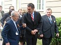 Premier Jens Stoltenberg w rozmowie z norweskim kombatantem