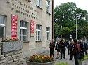 Galeria - Premier Norwegii przed budynkiem Zespołu Szkół Nr 1