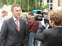 Galeria - Premier Norwegii w wywiadzie przed budynkiem Zespołu Szkół Nr 1