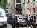 Premier Norwegii wraz z burmistrzem przed budynkiem Zespołu Szkół Nr 1
