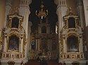 Barokowy ołtarz główny idwa ołtarze boczne
